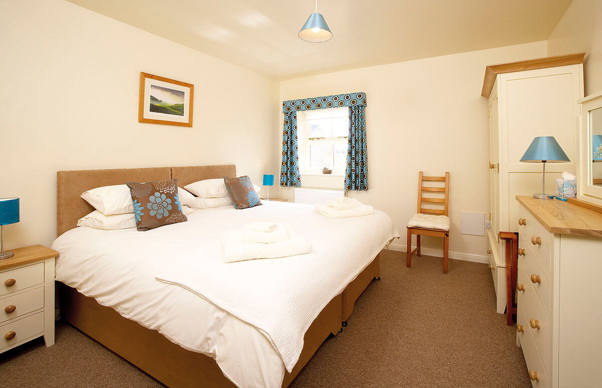Watton - A light and airy ground floor bedroom with en-suite shower room. You can choose either a double or twin beds.BOOK NOW >