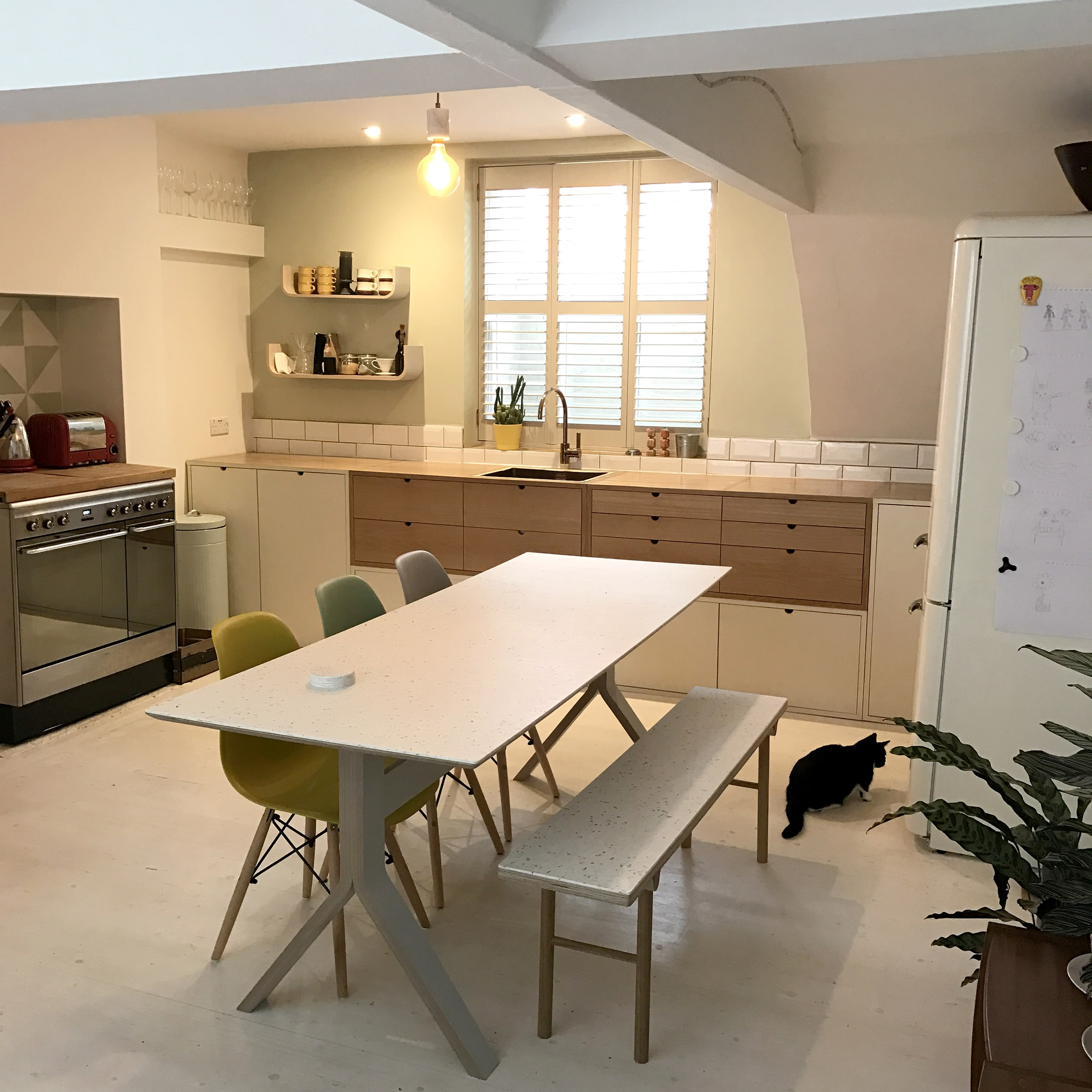 Finger jointed solid oak kitchen in Brighton home by Lozi