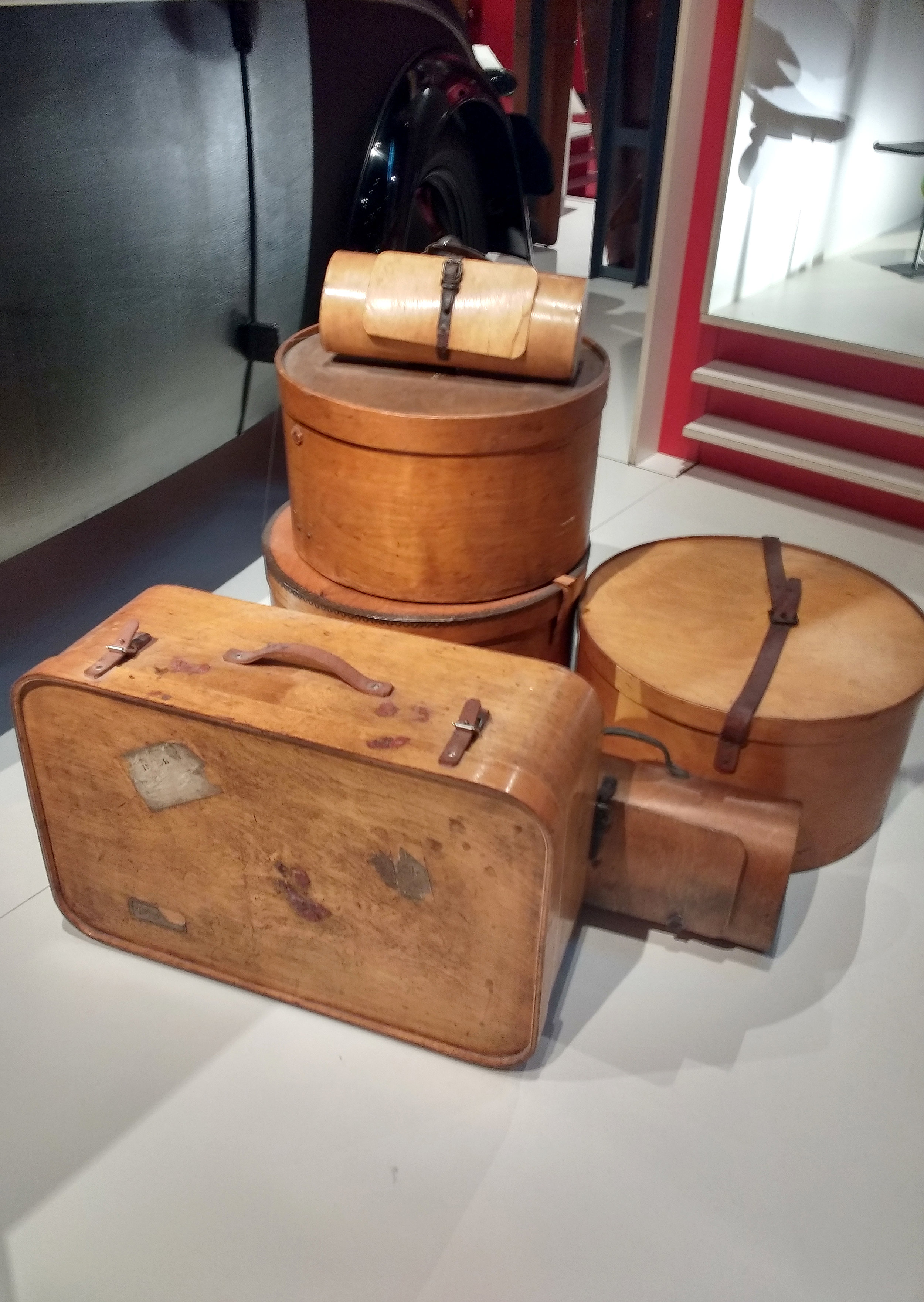 Plywood hat boxes, suitcases and hand bags, various manufacturers, about 1930.