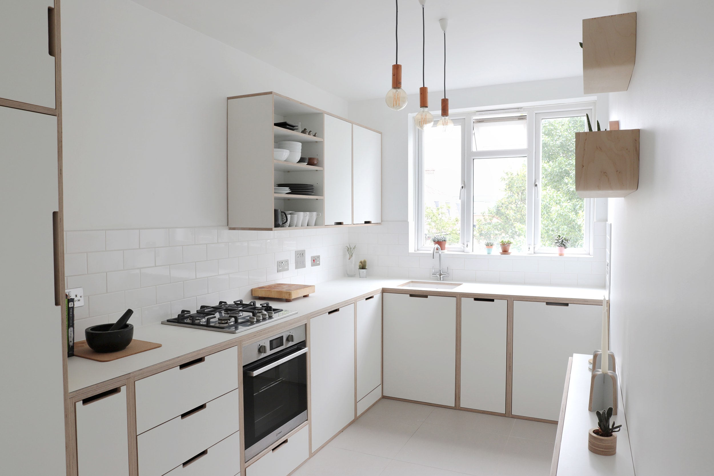 Sarah and Peter's minimal plywood kitchen in Clapton kitchen by Lozi