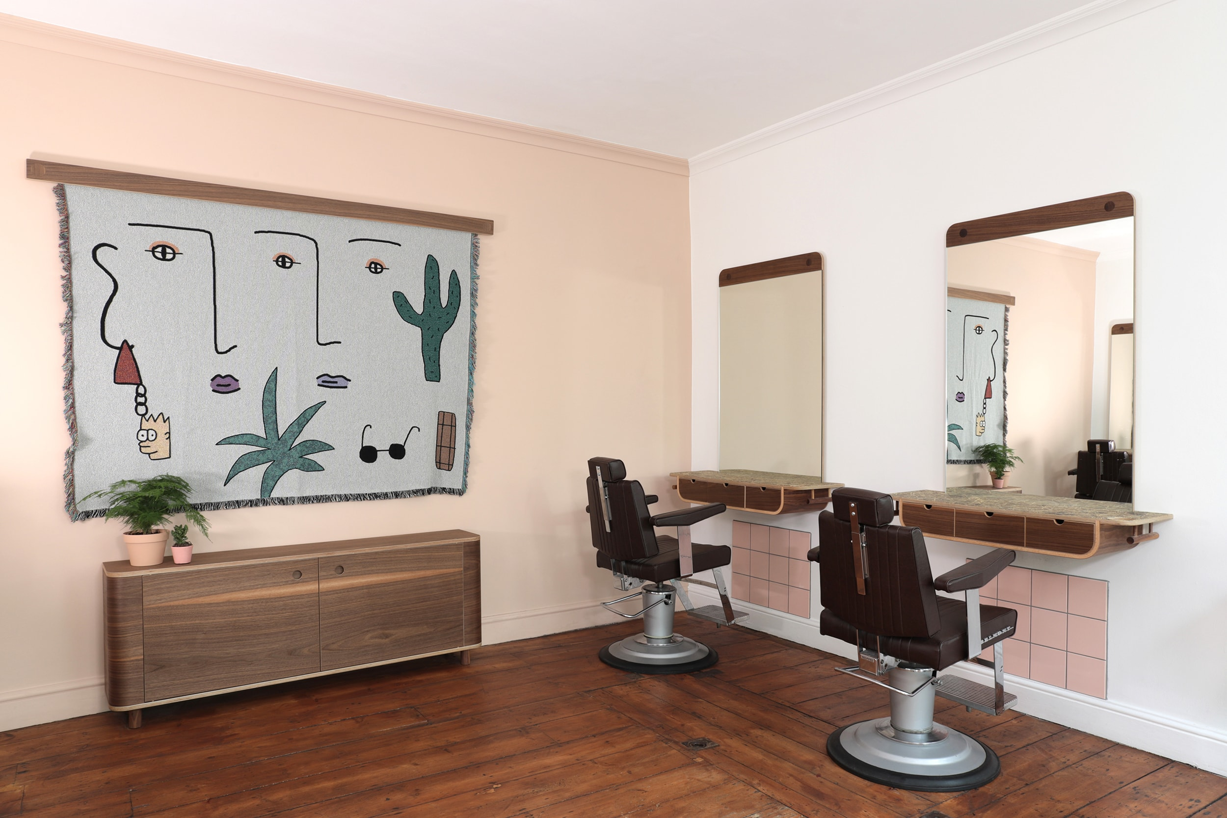 The upper area of the salon, with side board and stations by Lozi.