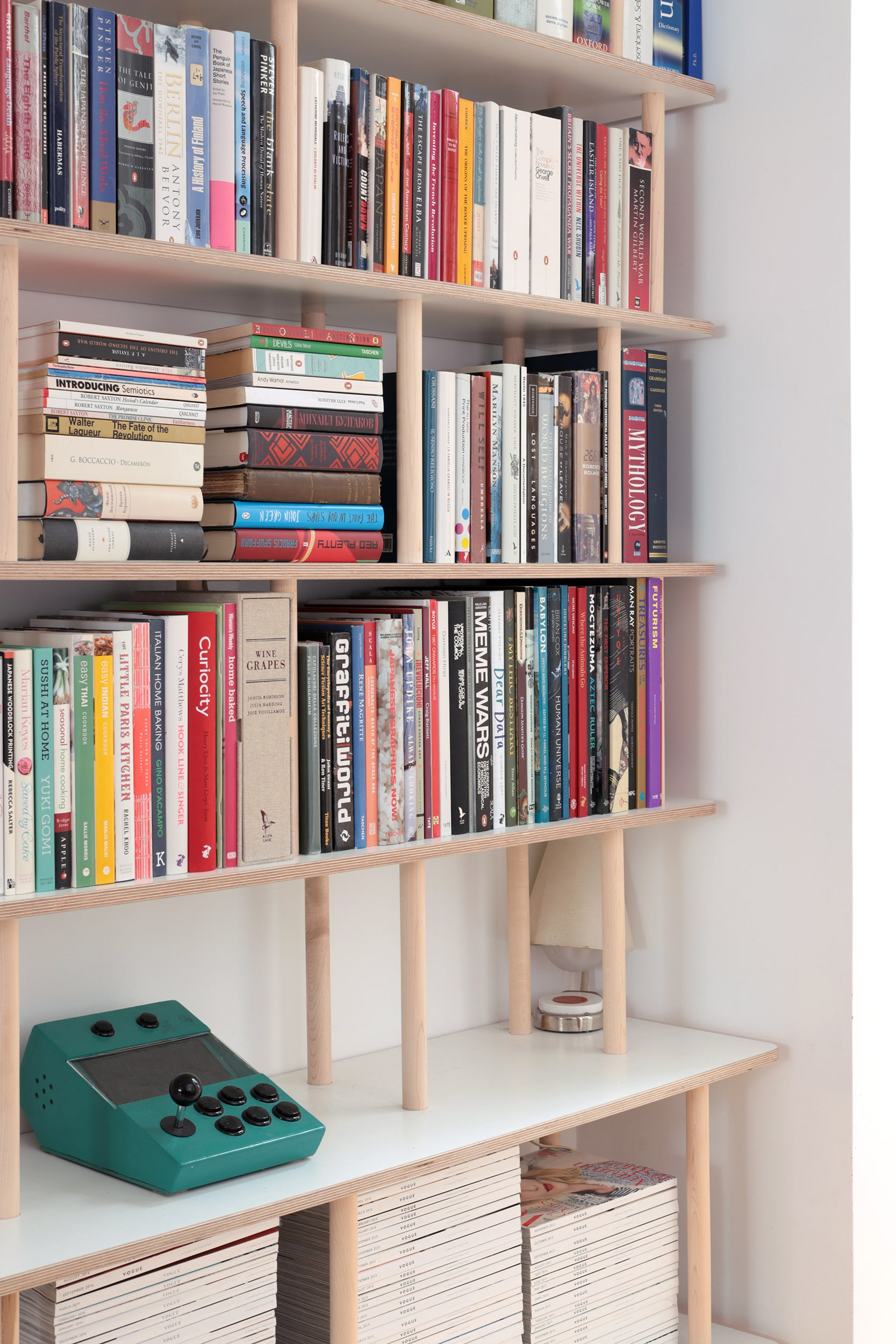Ilaria's plywood and solid oak bookshelf by Lozi