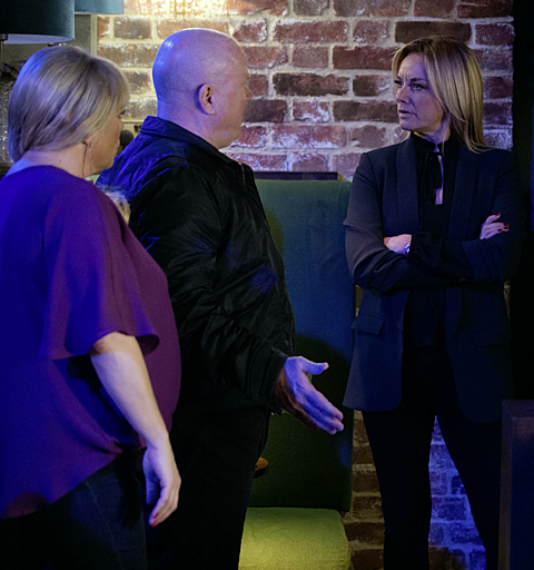 Sharon and Phil give Mel an ultimatum - but is Hunter really the thief?
