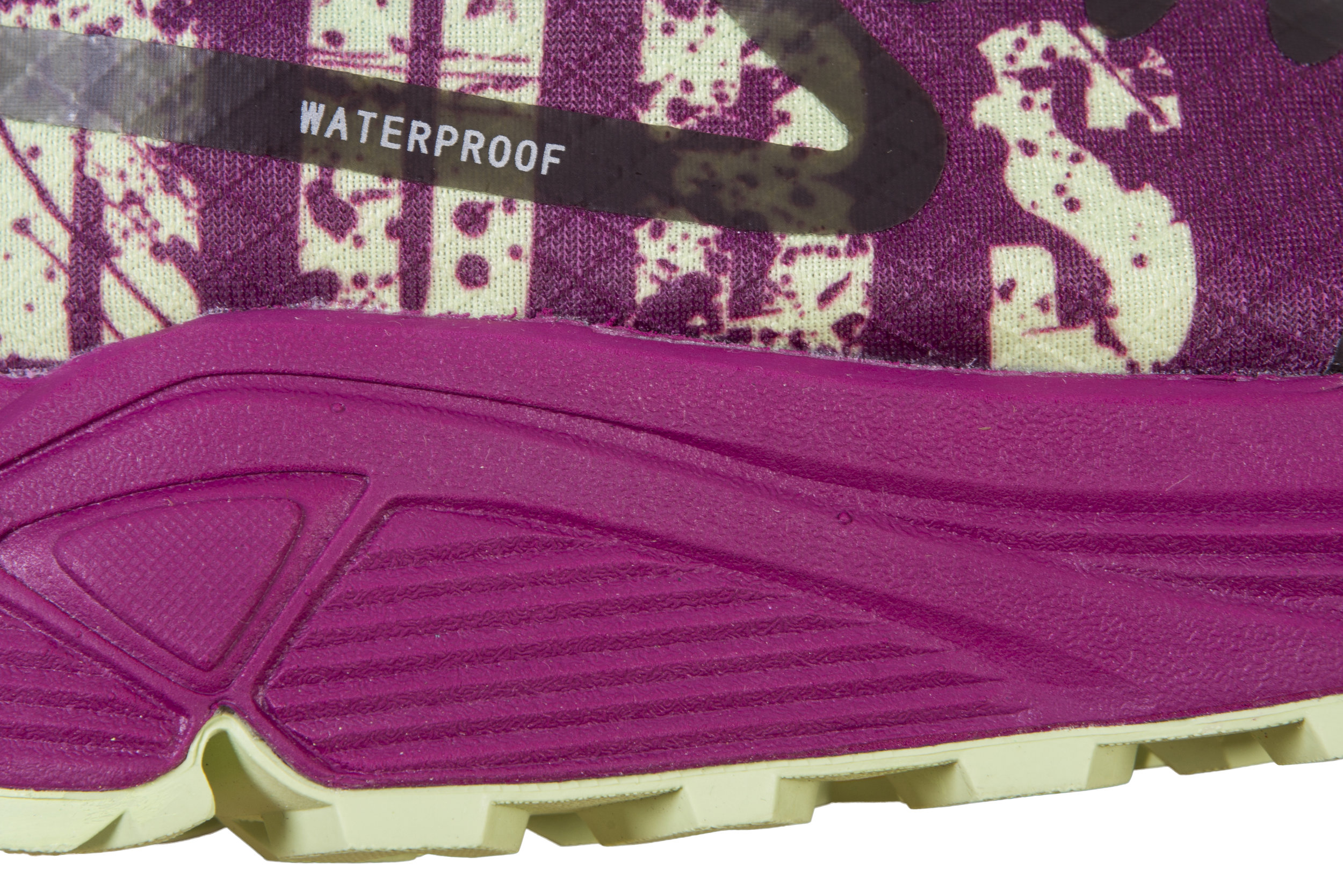 WATERPROOF! HYDROFUSE technology is lightweight, highly breathable and very waterproof.
