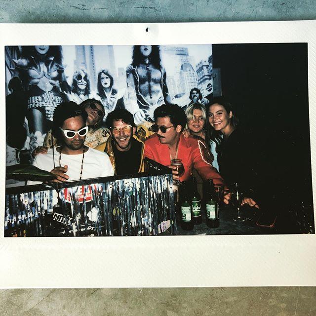 Ikväll klubb Bruno! Kom förbi på en mysig drink efter jobbet och känn sommarens svallvågor. Lagom till midnatt pulsar vi igång med Brunos heta beats och rykande våfflor. Stäm upp i song contest i karaokerummet. Kvällen till ära besöks klubben av 200 glada möbelexperter från Kållered. Ses i dimman! #ingvarkamprad #brunobeats #brunoochbilly #disco