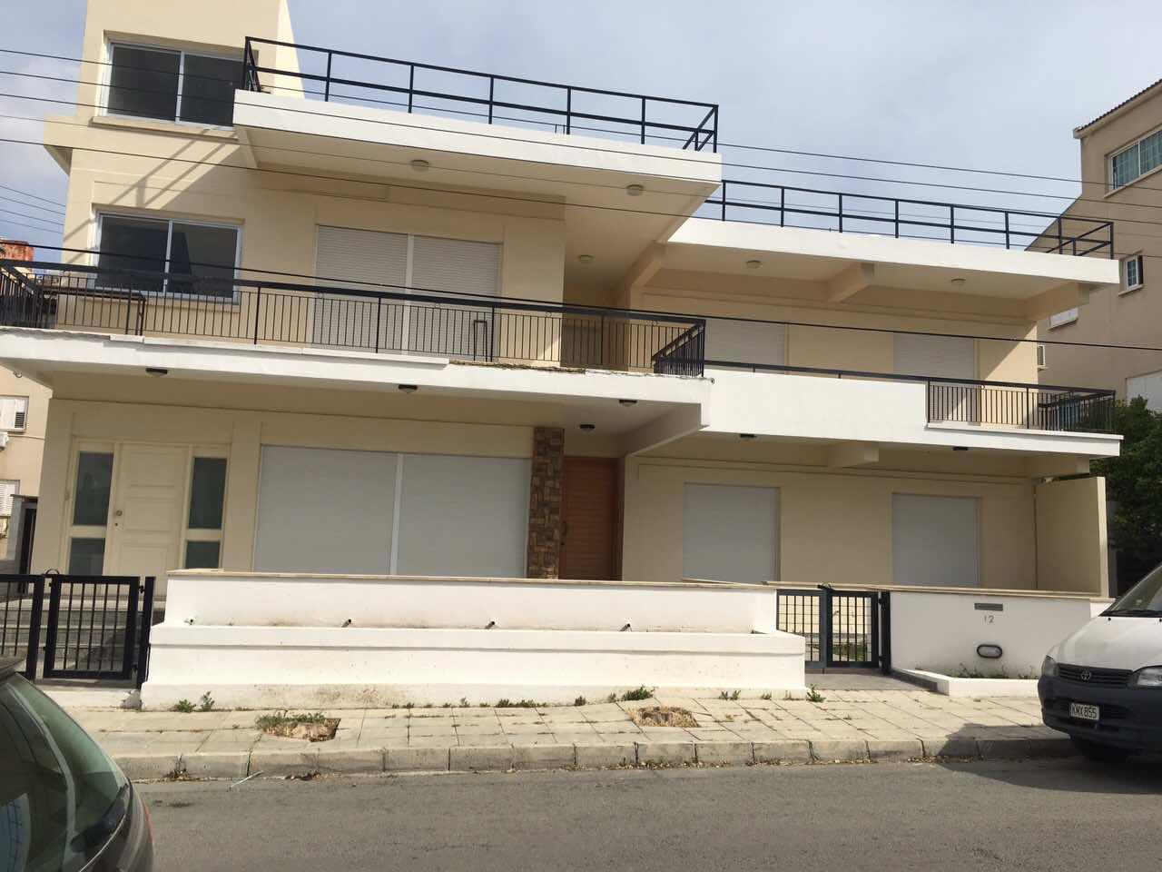 Πωλείται διώροφη οικοδομή στην Ακρόπολη