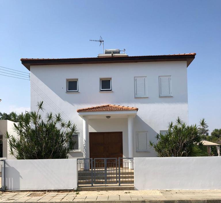 Πωλείται εξοχική κατοικία στην Πύλα…