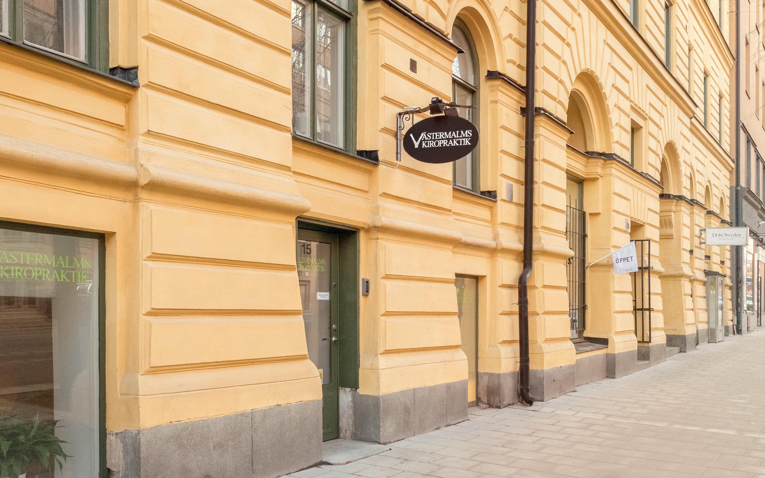 Ingång mellan portarna Fleminggatan 13 och 15