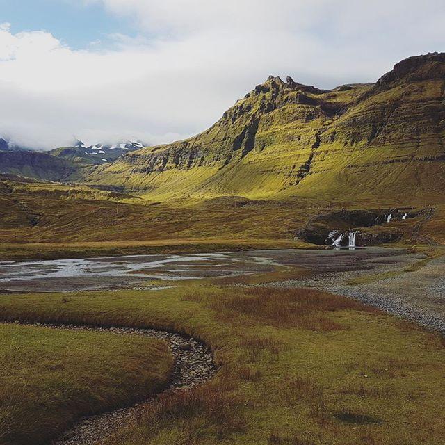 The autumn colours appearing in Snæfellsnes last autumn . . . #jscampers #autumn #grundarfjörður #travel #iceland