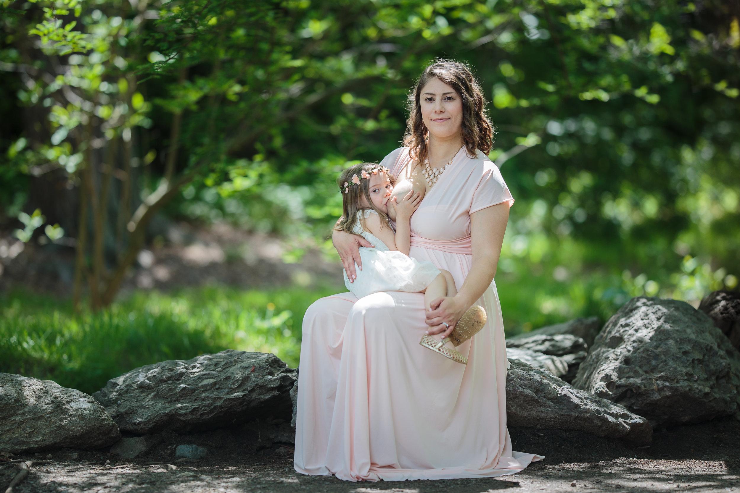 Julie-Breastfeeding (5 of 6).jpg