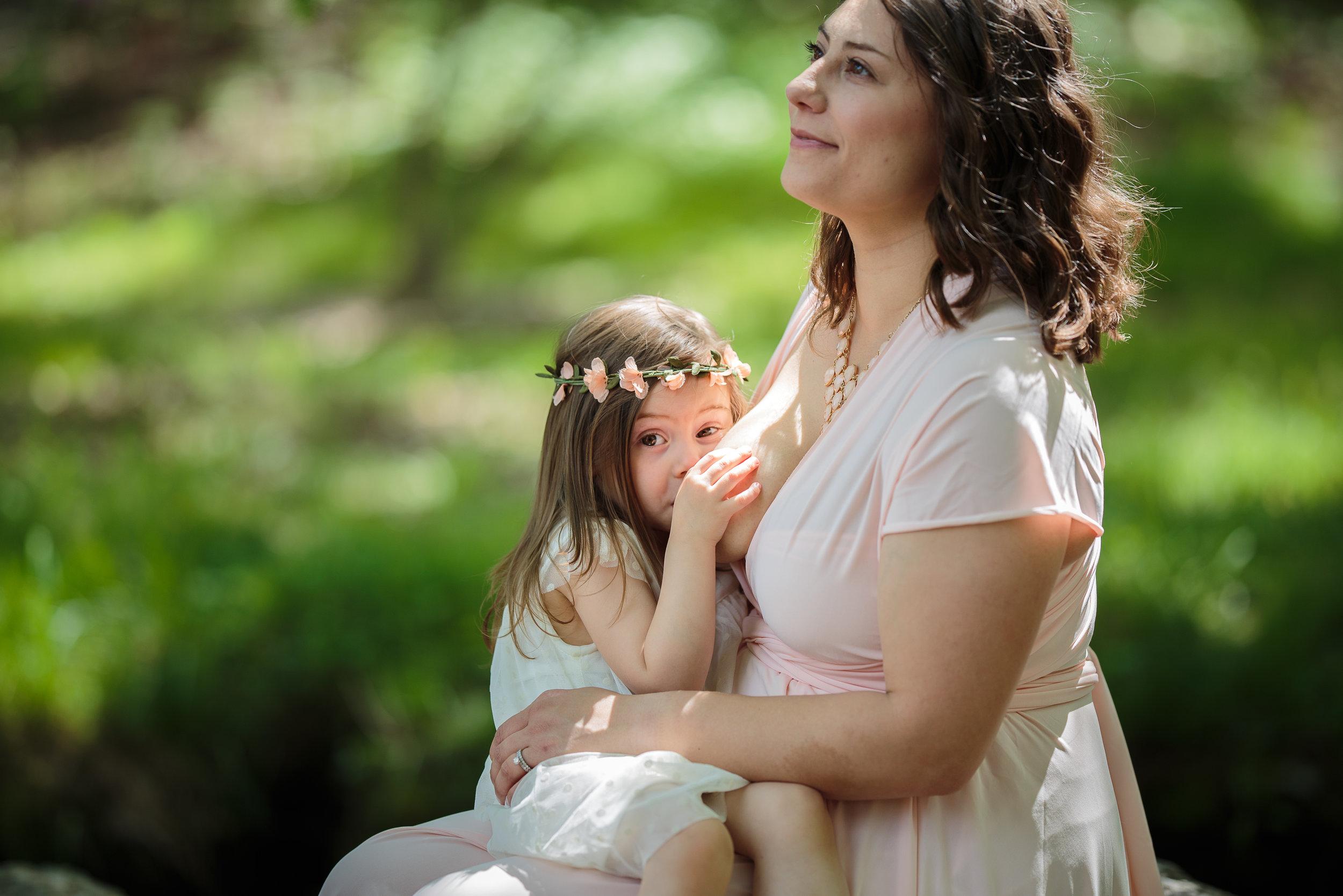 Julie-Breastfeeding (6 of 6).jpg