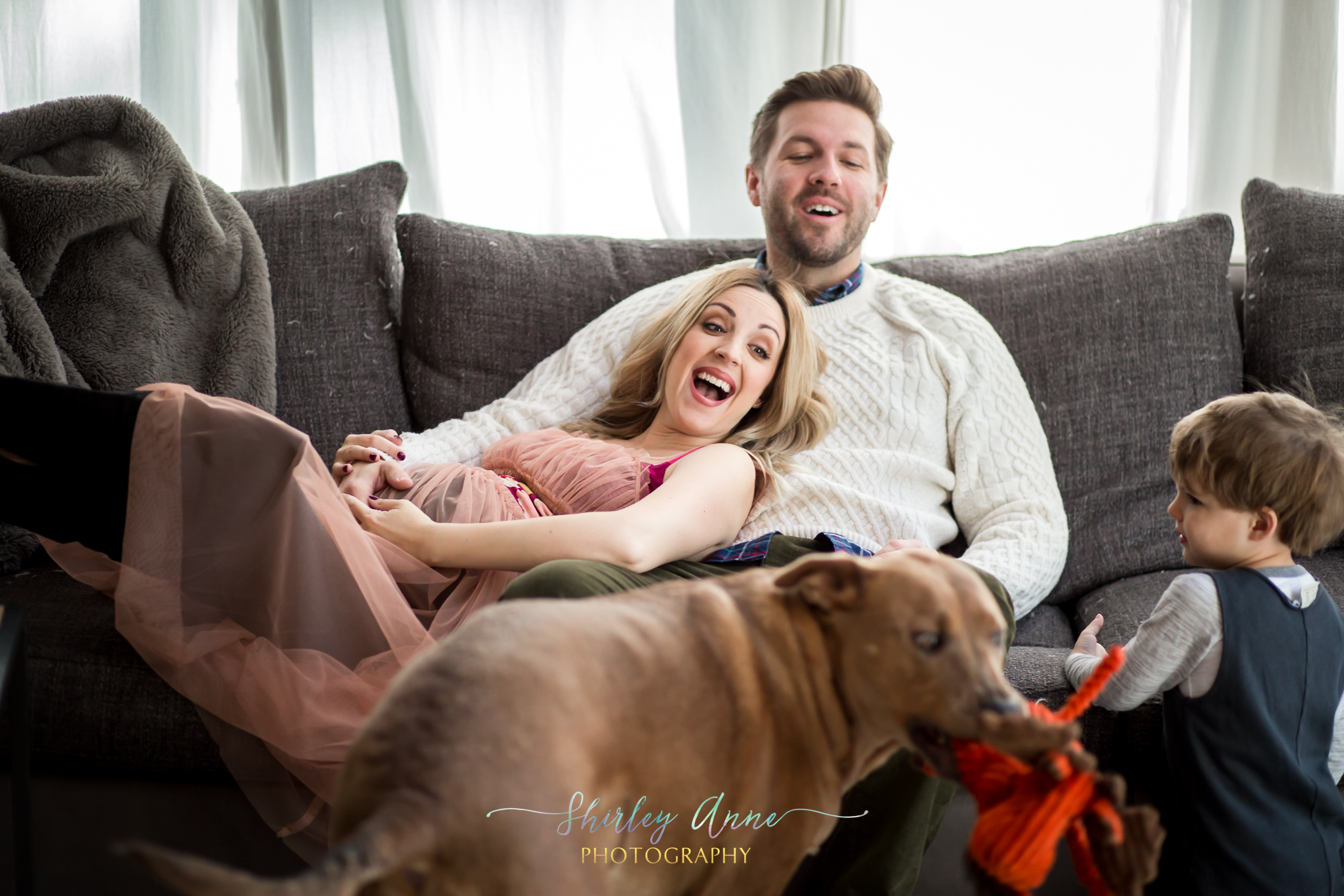 family photographer with expecting mom