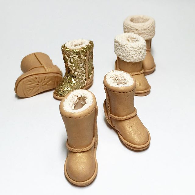 We made it to CT just in time for the ❄️Nor'Easter❄️. Check out these polymer clay UGGS by Chicken Feet Creations.  #miniatures #minisnowboots #noreaster #snow  #domestikate #dollhouse #tinystyle