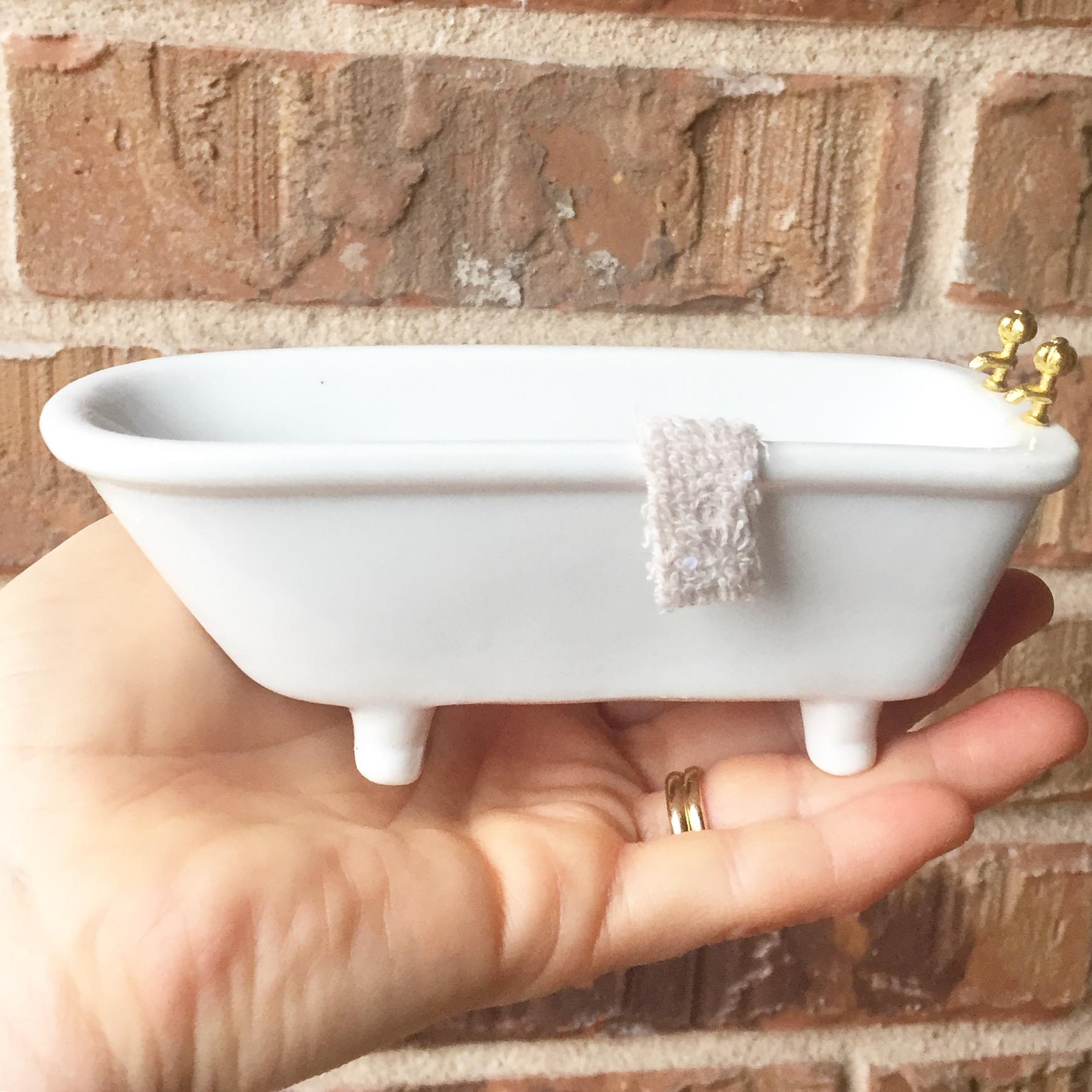 love the tub.JPG