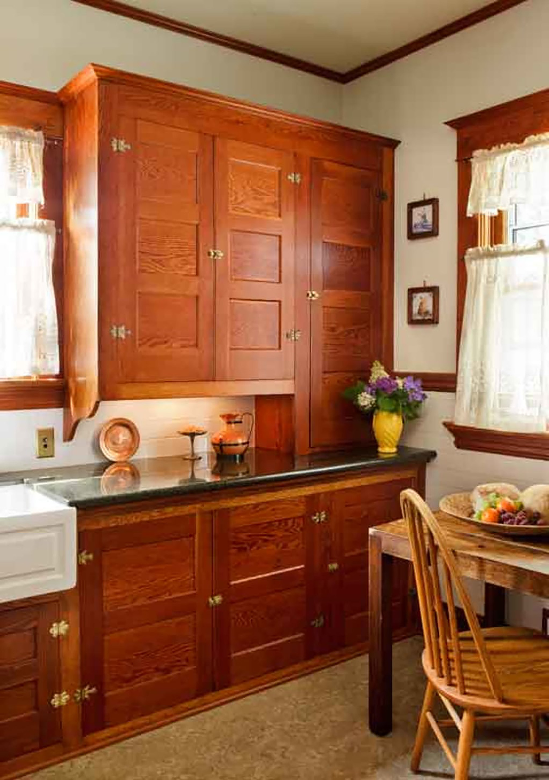 Cabinet details like brackets and exposed hinges look vintage.