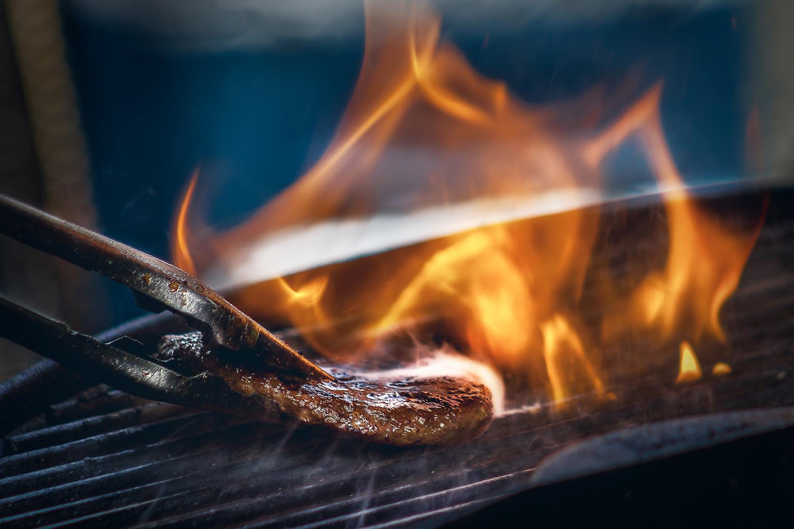 Als de zomer begint, is het tijd voor de barbecue - Daarbij horen natuurlijk ook heerlijke salades, bijgerechten en heerlijke sauzen.