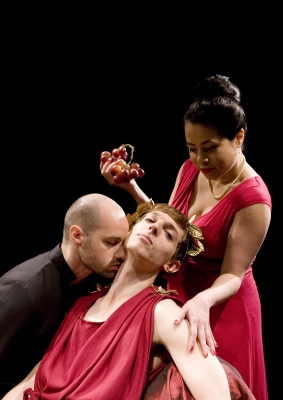 Elastic Theatre, Intrusion; banquest, photo by Ludovic Des Cognets, 2012