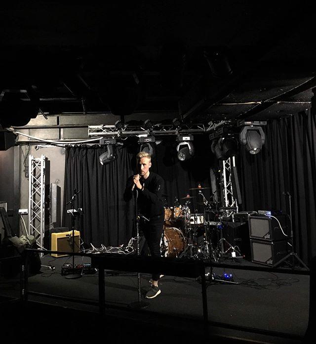 Oikein hyvää iltaa Jyväskylä!! @nosteyhtye @londonjkl #musiciansdaily 🎶🎸