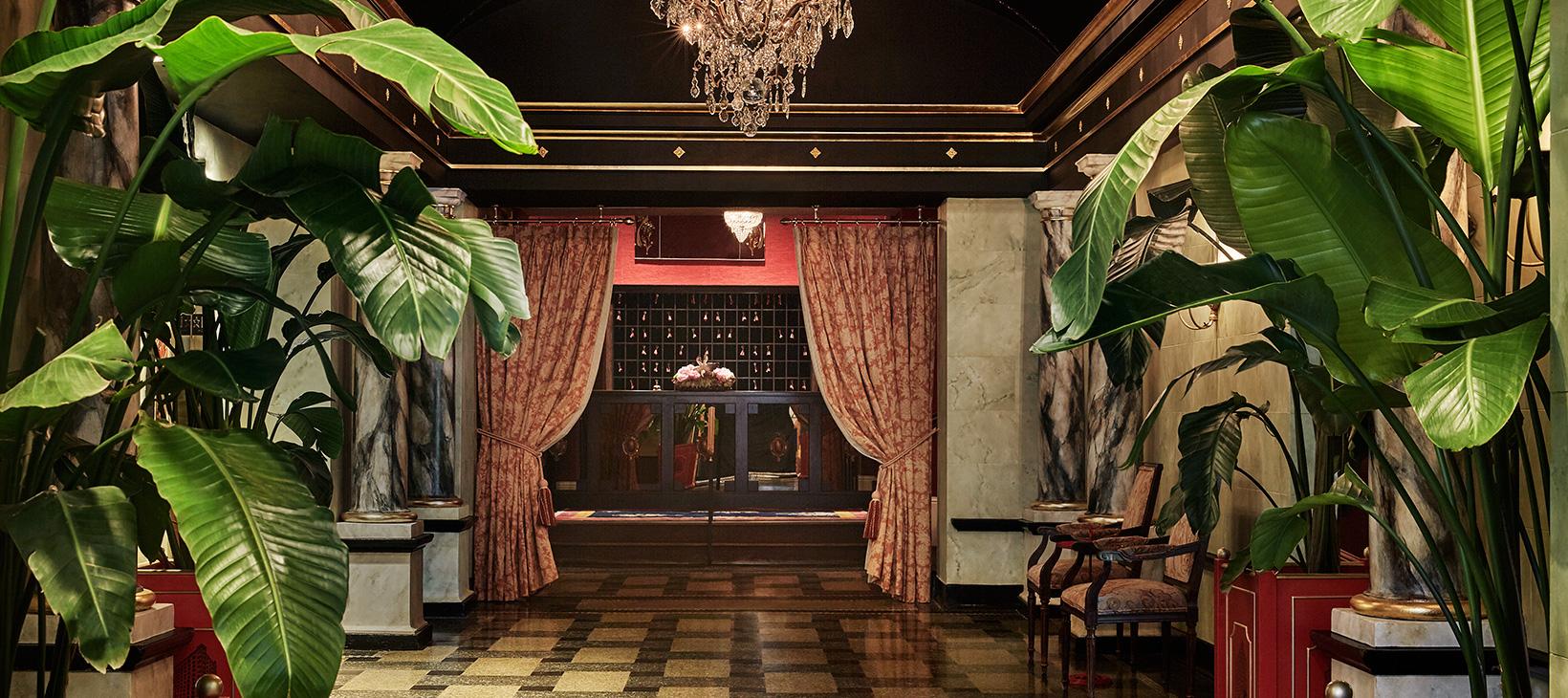 The Ponchatrain Hotel entrance and lobby