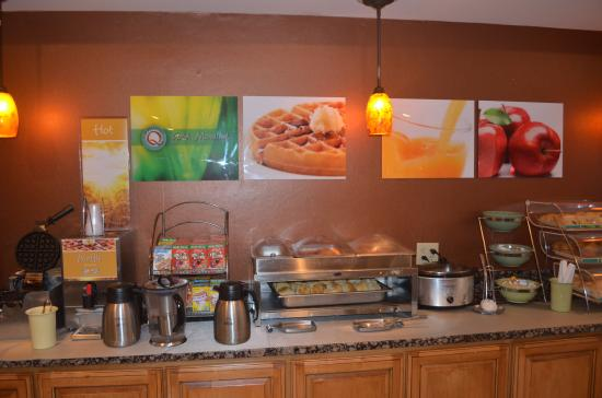 Quality Inn breakfast-buffet.jpg