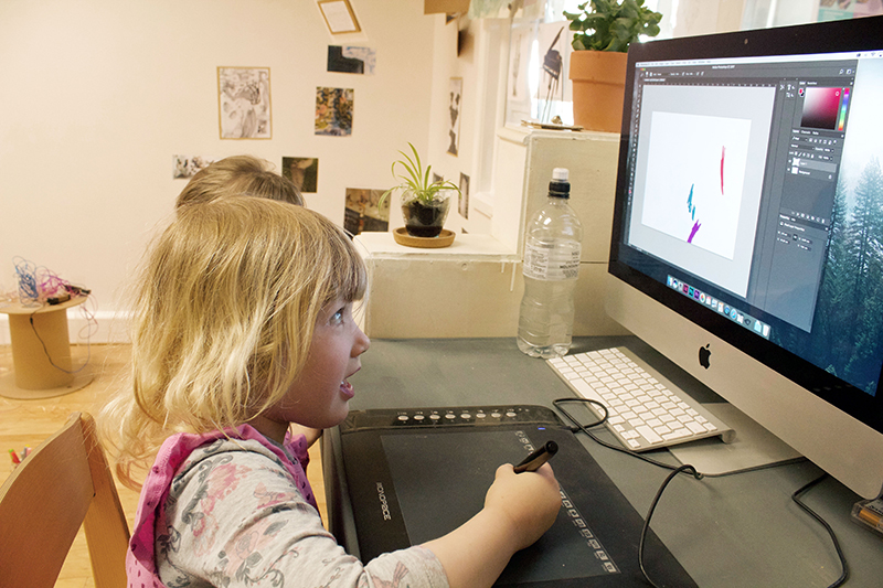 Using the graphic pen to compose music using coloured sound bars on the computer, to later play on the keyboard
