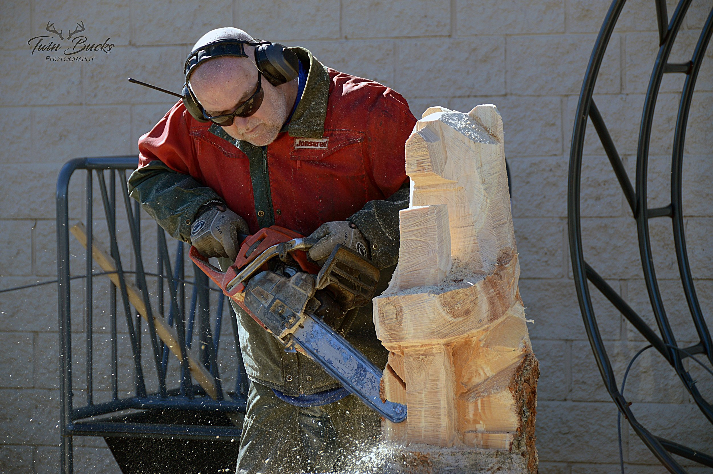 Tiber Art - Lonnie Glines, live chainsaw carving at the Great Lakes Woodworking Festival