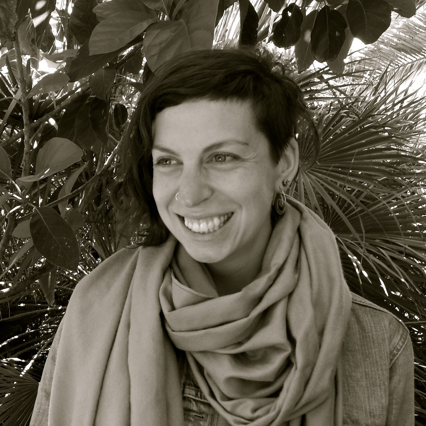 Kiki Lipsett - Kiki is a musician, vocal coach, and prayer leader in the Bay Area. She grew up at the intersection of Judaism and music, and finds much joy in creating prayerful Jewish music with others. Kiki has a particular interest in supporting women to unleash the full expression of their voice.