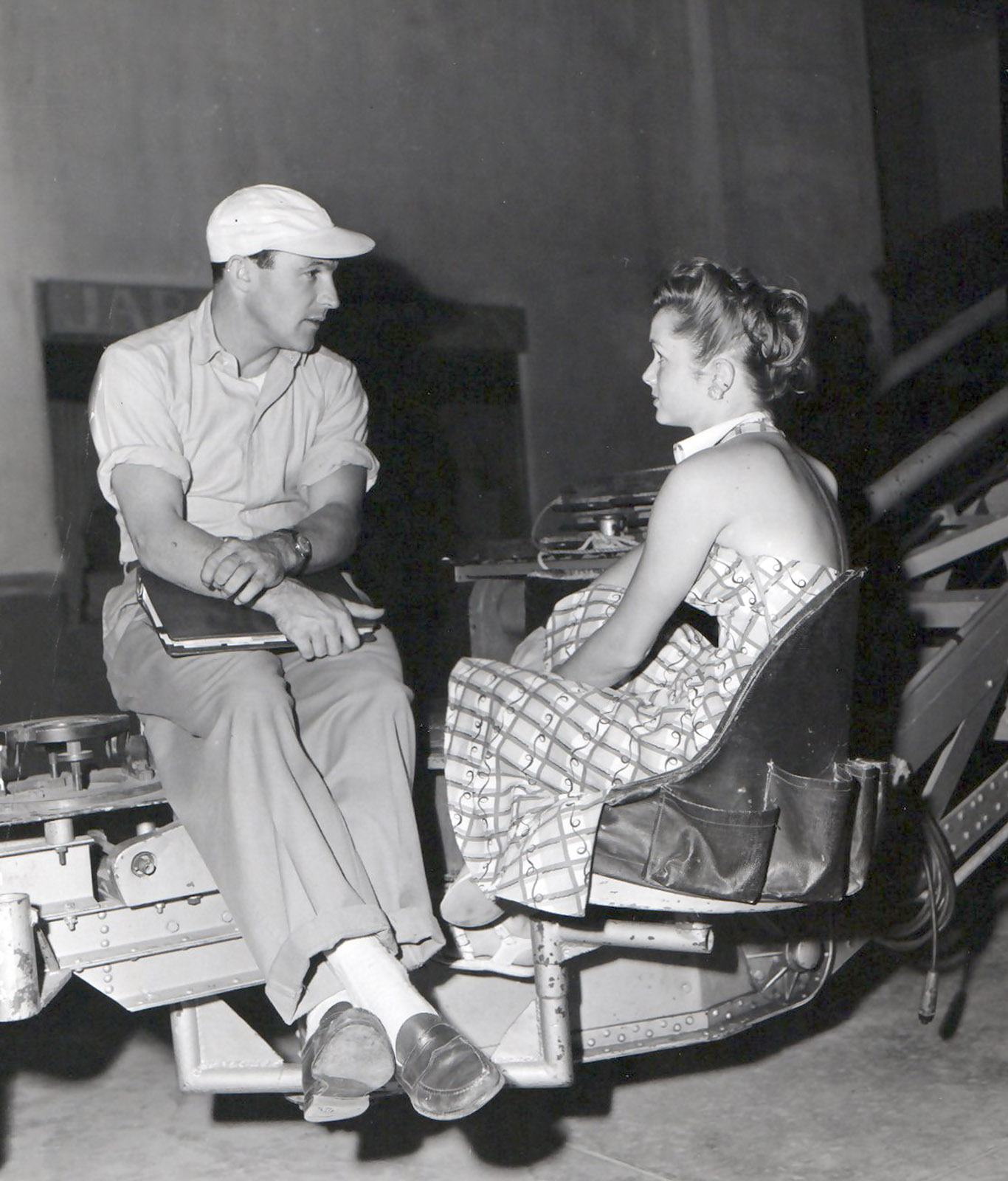 """GENE KELLY AND DEBBIE ON THE SET OF """"SINGIN' IN THE RAIN"""""""