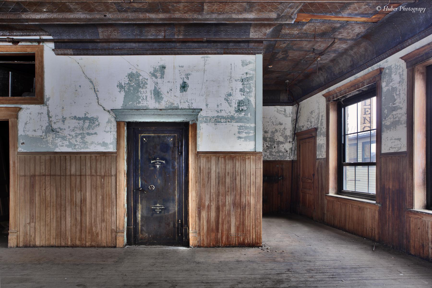 ©Huber Challange Building Batavia Main office corner back door_copyright.jpg
