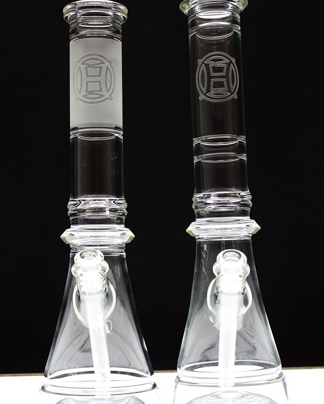 Couple of beveled and tooled flasks. Clear and clean✨✨✨ #huffyglass #huffy #flask #beaker #tooled #hotworked #bevel #shape #lines #clear #glass #functionalglassart #glassblowing #grateful 🙏