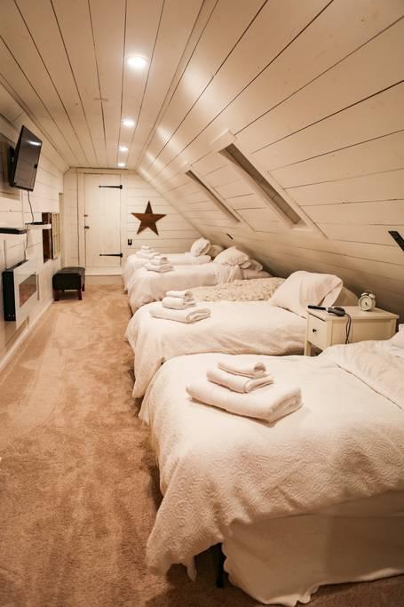 Bedroom Loft 4 Singles.jpg