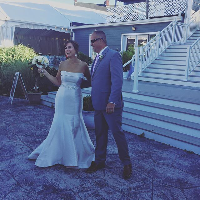 Got to be on the other side of my career as a wedding guest last night! And this wedding did not disappoint. The venue absolutely blew me away. Right on the Chesapeake bay with to-die for views. The groom arrived on a boat! Was an epic wedding for an amazing couple. Congratulations Kevin and Lisa! So happy for you both. #weddingguest #havredegrace #labanque #labanquedefleuve