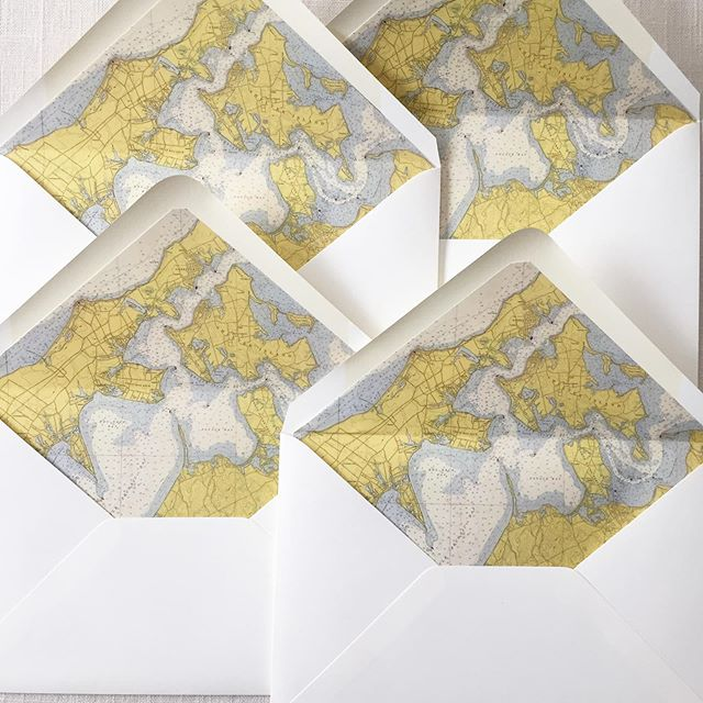 Envelope liners for days. . . . #envelopeliners #map #vintagemaps #justinkonpaperinvitations #custominvitations #weddinginvites #wedding #newyork #newyorkwedding #shelterisland #shelterislandny #shelterislandwedding #dailydoseofpaper #stationery #stationeryaddict #paperdetails #graphicdesign #graphicdesigner