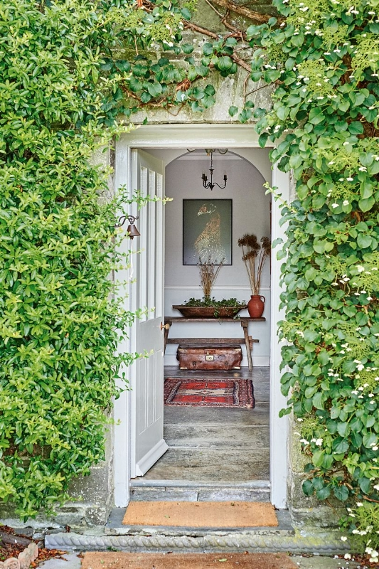 front-door-entranceat-coombeshead-farm-cornwall-02-conde-nast-traveller-12march18-gabriel-kenny-ryder.jpg