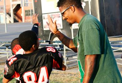 high-five.football.horiz_.png
