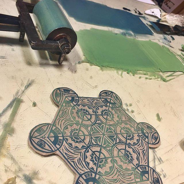 Ink. Print. Repeat. 😋 #scuoladigrafica #artistresidency #reliefprint #linocutprint #speedball #art #printmaking