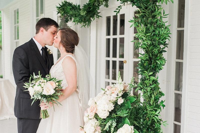 spring-wedding-the-cedars-jackson-mississippi_01.jpg