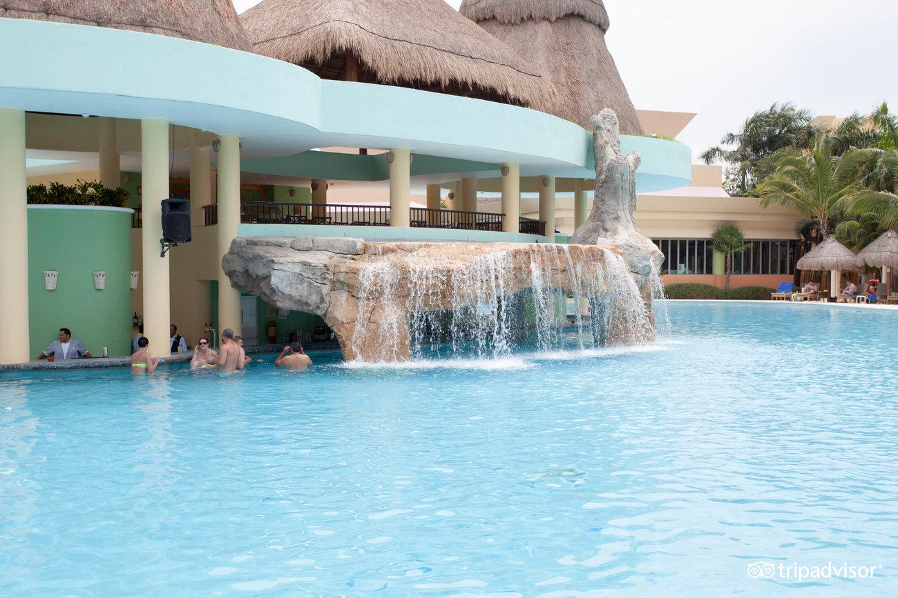 pool--v4088212.jpg