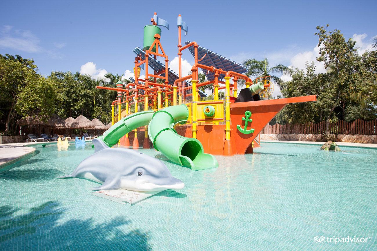 waterpark--v4088782.jpg