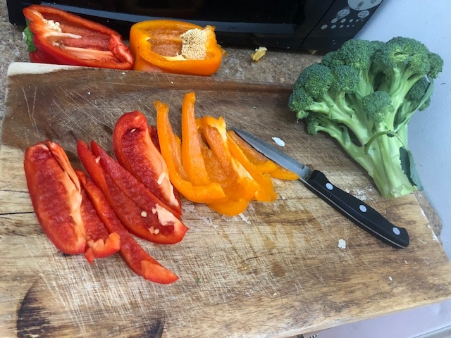 Clean 0.5 of each of the peppers and take 5-6 florets of broccoli off the broccoli crown