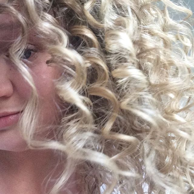 Today's curls are wild, wind whipped coils that compliment my quite rosy cheeks! Both courtesy of the first taste of snow for Denver 2017 #fall #snow #crazycurls #freshair #freshhair #curlyhair #hair #curls #flirtwithflavor #denver #colorado