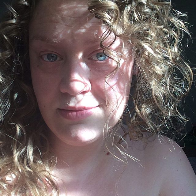 Light and shadow play... #freshface #nomakeup #nofilter #blueeyes #blonde #airdry #curlyhair #curls #light #shadow #denver #colorado #lazy #summer #2019