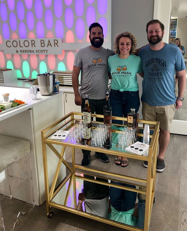 We had a blast at @kendrascott with the @whiskychicks to kick off #NationalBourbonHeritageMonth! We curated a #BottledInBond flight of #OldBardstown, @newriff, and @wildernesstraildistillery -- all of which pair quite nicely with a night of shopping. 🛍️🥃💎⠀ ⠀ Thanks to @bourbonbadass, @catplatz, and the Louisville #KendraScott team for having us! ⠀ ⠀ #whiskychicks #bourbonbadass #bourbonflight #bourbontasting #outinlou #bourbon #whisky #whiskey⠀ ⠀