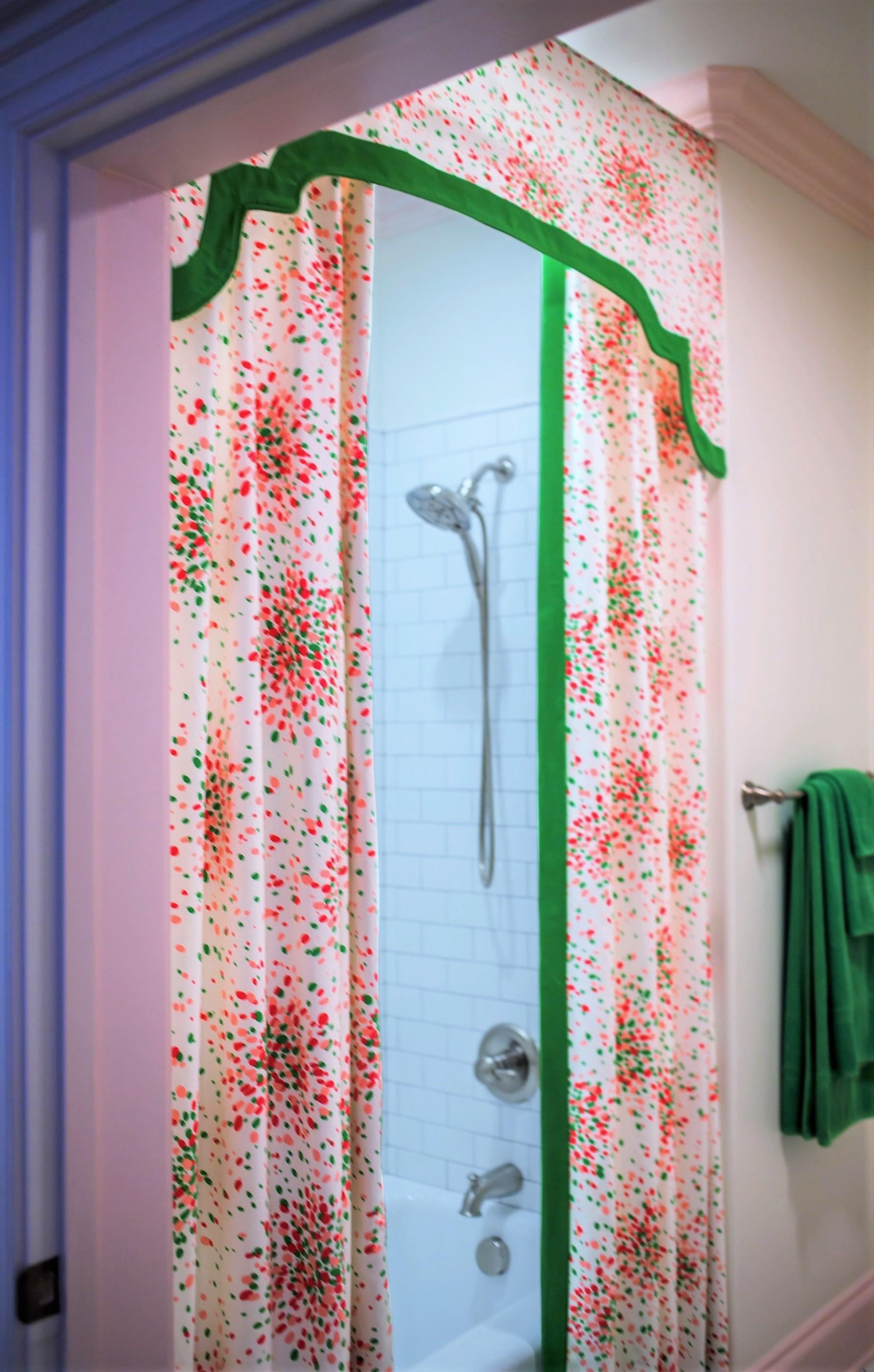ellebrightdesigns.kidsbath.luludkjellybean.showercurtainvalance.pinkandgreen