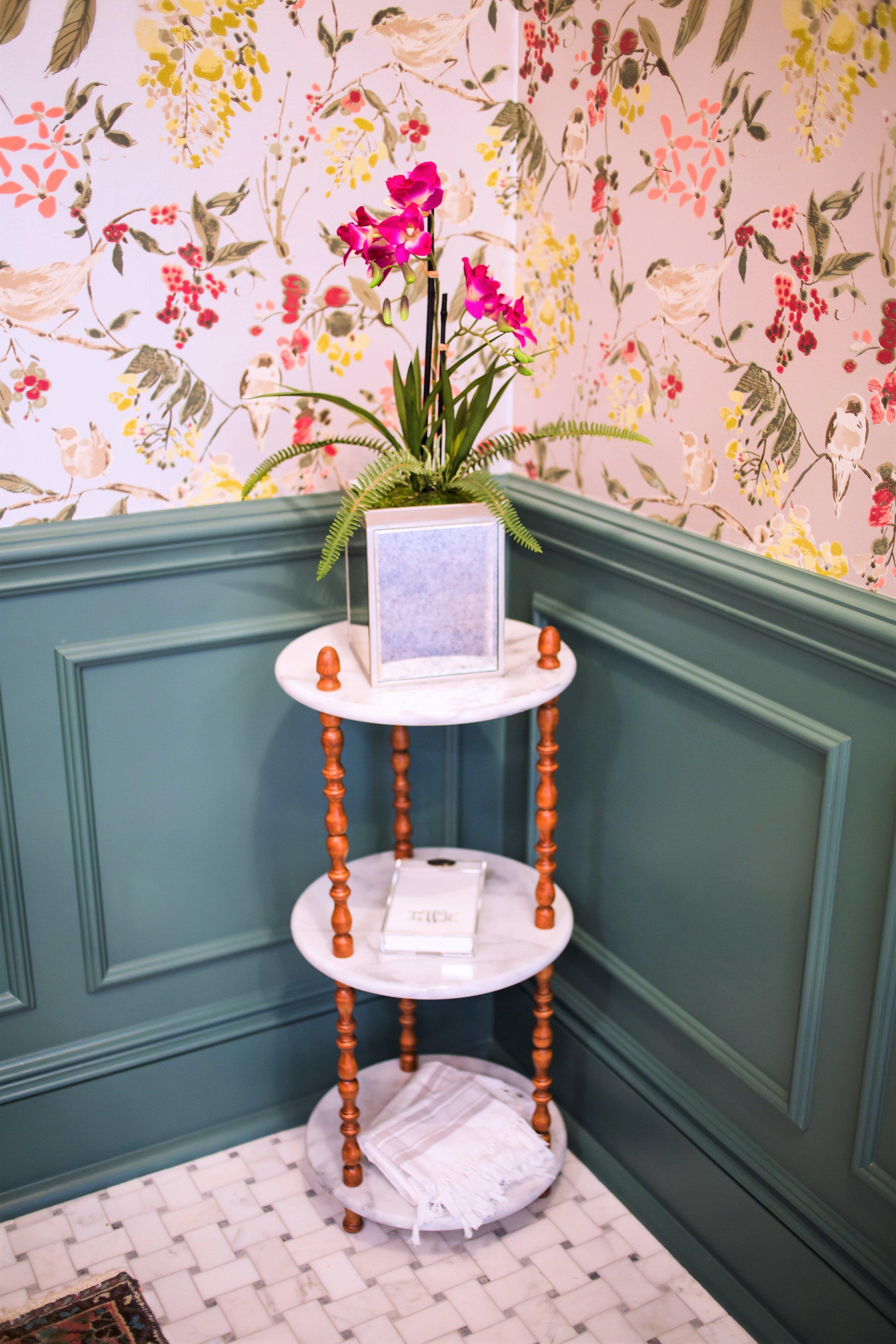 ellebrightdesigns.wallpaperbath.corner.marble.orchid.ninacampbell