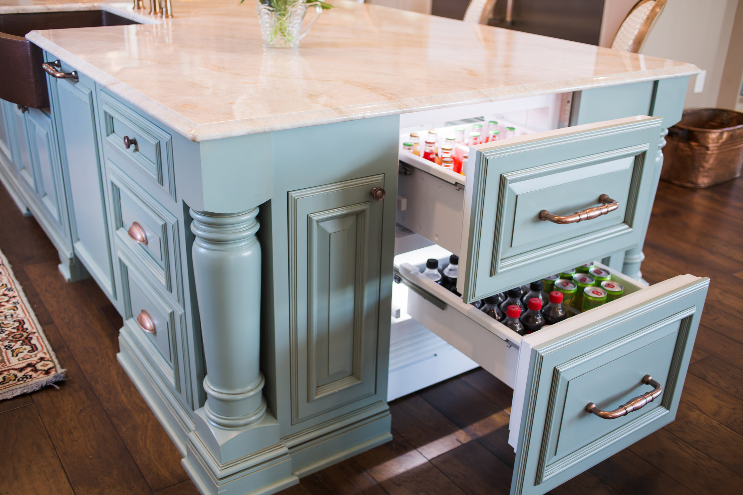 ellebrightdesigns.aquaisland.kitchen.refrigeratordrawers