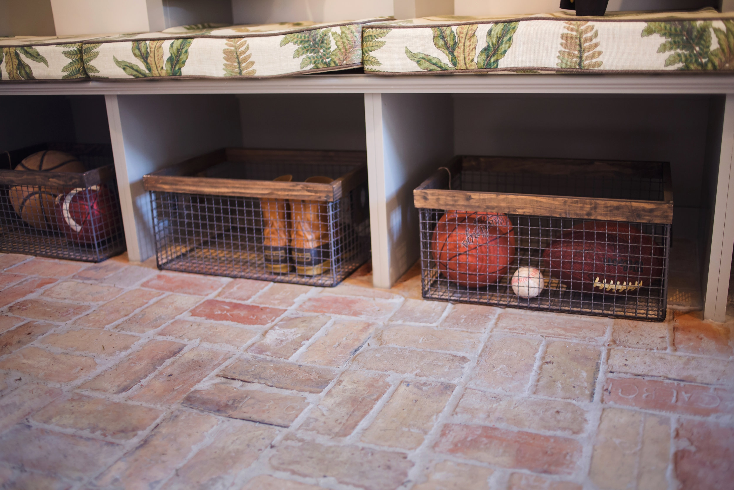 ellebrightDesigns.mudroom.brickfloor.cubbies