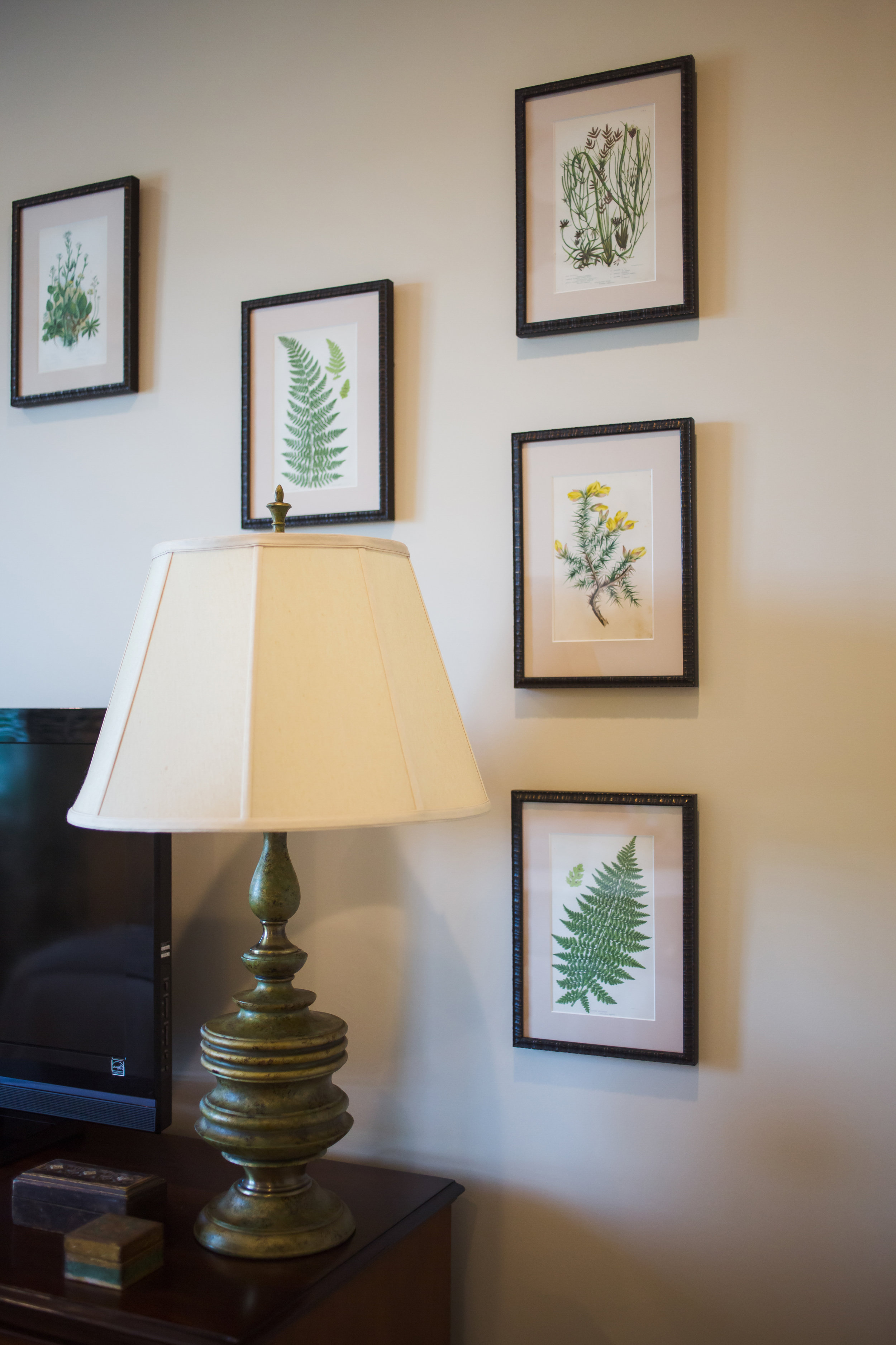 EllebrightDesigns.framedbotanicals.guestbedroom.gallerywall