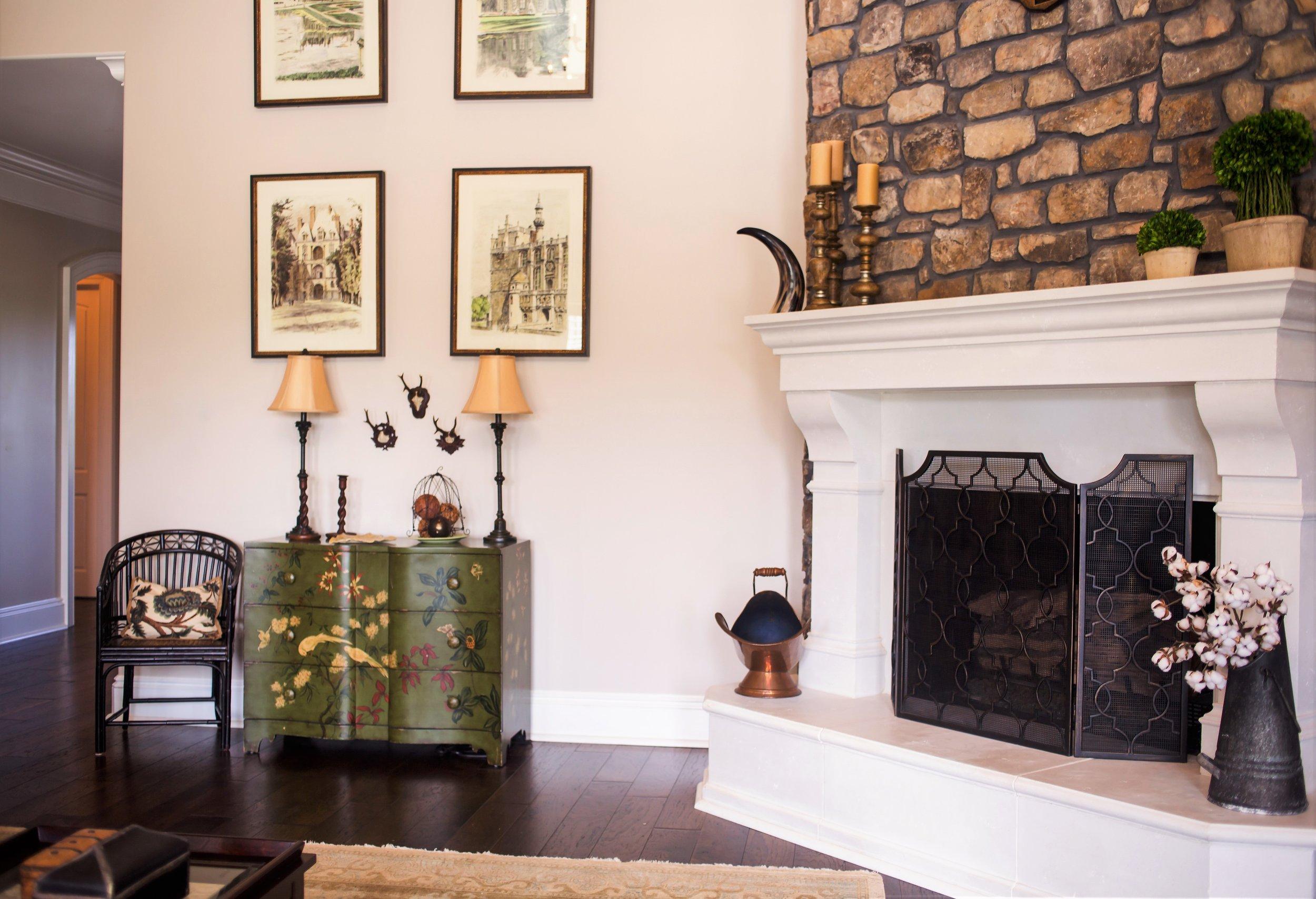 ellebrightdesigns.stonefireplace.greenchest.familyroom