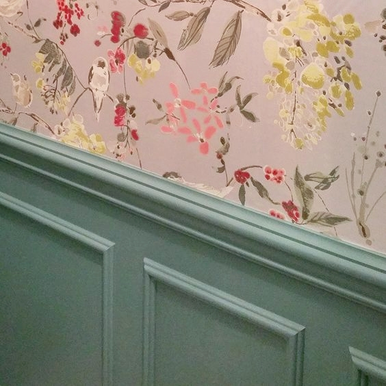 ellebrightdesigns.powderbath.ninacampbellwallpaper.paintedtrim